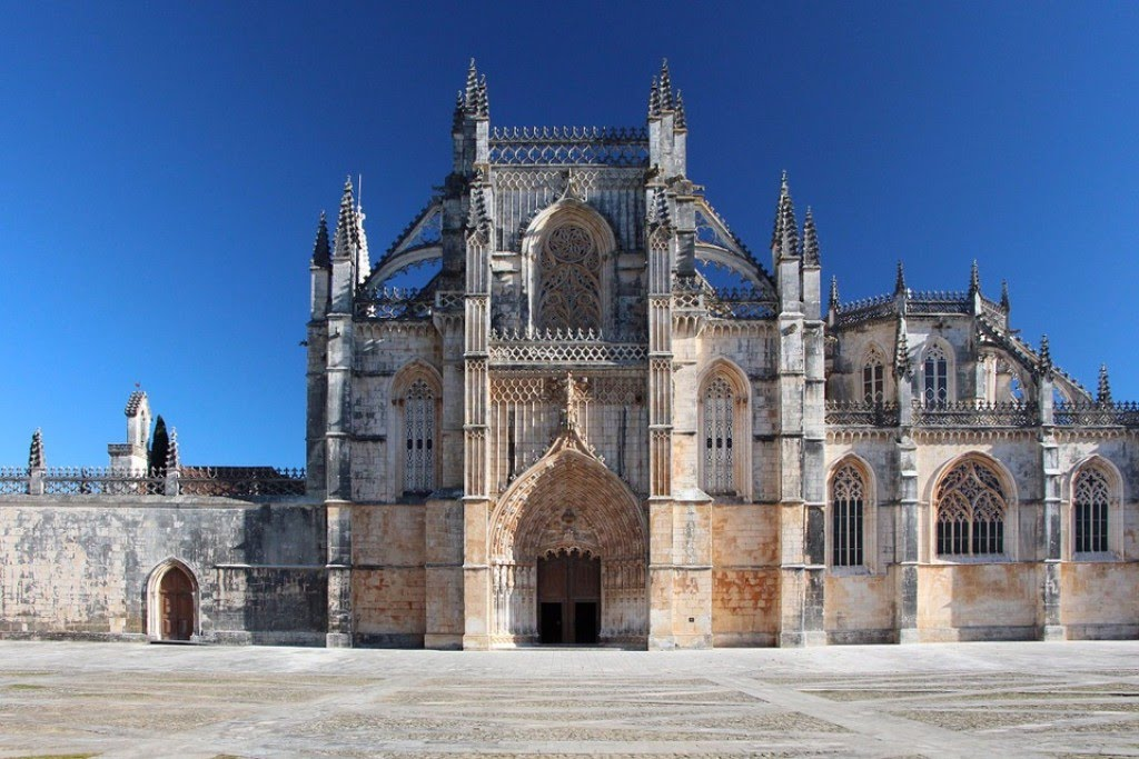 Religion With Legends, Gothic Masterpieces And Beach - Hortense Travel