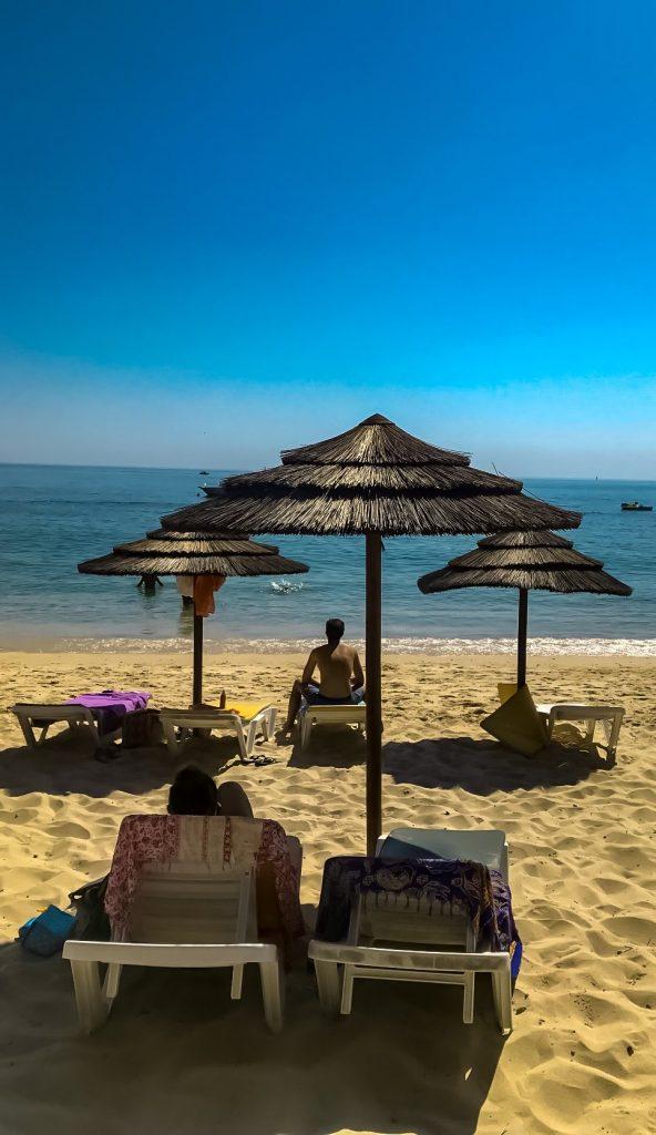 Galapos beach 40 min from Lisbon