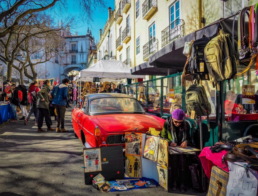 25 Best Things to Do in Lisbon - Feira da Ladra